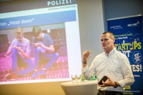 Bernhard Knoll bei seinem Vortrag (Foto: KAERNTENPHOTO)