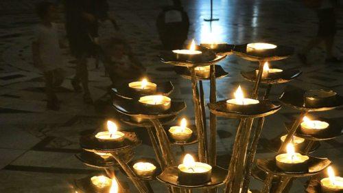 Mit dem Fest der Darstellung des Herrn am 2. Februar - besser bekannt unter Mariä Lichtmess - beschließen wir den großen Weihnachtsfestkreis, in dem das Licht eine große Rolle spielt. (Foto: KH Kronawetter)