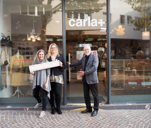 Seit 15. Oktober heißt es im neuen Caritas-Laden, dem carla+, in Villach hereinspaziert: Ursula Luschnig, Christina Staubmann, Josef Marketz (Foto: Caritas Kärnten)