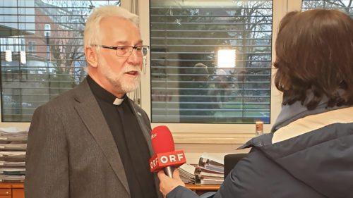 Der neu ernannte Bischof Dr. Josef Marketz im Interview mit der ORF-Redakteurin Waltraud Jäger (Foto: Pressestelle/Kapeller)