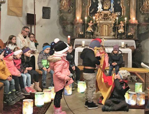 Großartige Vorstellung der Kinder beim Martinsspiel • Sv. Martin, mož dejanj in ne samo besed (Pfarrarchiv Neuhaus- Suha)
