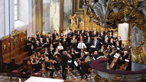 Interpreten geistlicher Musik haben auch den biblischen Geist musikalischer Werke verinnerlicht (im Bild: Domchor, Domkantorei und Orchester der Dommusik Klagenfurt, Musica Sacra, 2018, Dom zu Klagenfurt). Foto: KhKronawetter