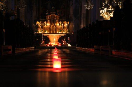 Der Dom wird am späteren Abend nur mit Kerzen erleuchtet sein (Dompfarre)