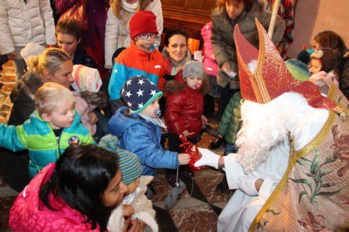 Der Nikolaus besucht die Familien zu Hause (Dompfarre)