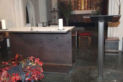 Po načrtih domačega arhitekta Petra Katschniga so izdelali oltar iz železa. (© Foto: opetnik /nedelja)