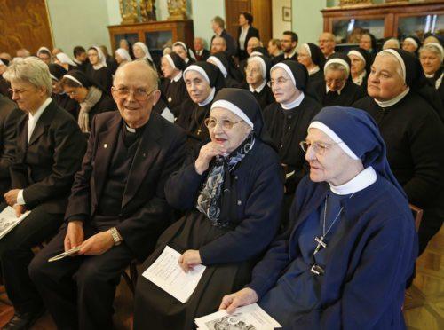 Der Ordenstag bietet Möglichkeit zu Gespräch und Austausch über aktuelle Themen (im Bild: Ordenstag 2014).  (© Foto: Pressestelle)