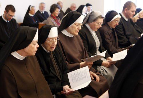 """Begegnung der Ordensleute beim """"Tag des geweihten Lebens"""" (Foto: Pressestelle)"""