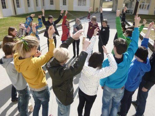 Schulklassen bei einem Orientierungstag (© Foto: KJ)