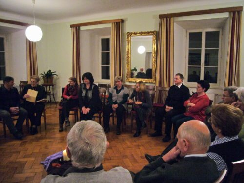 ehrenamtliche MitarbeiterInnen im Austausch - Totengebet (© Foto: Pfarre Friesach)