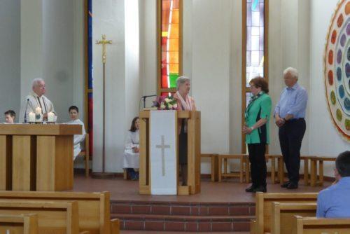 Frau Hildegard Jelonek wurde im Rahmen des Gottesdienstes für ihre langjährige Tatigkeit gedankt. (Foto: Edeltraud Tschauko)