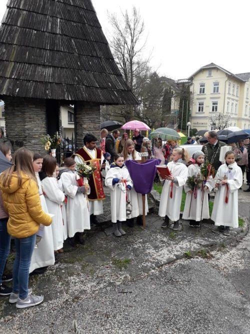 Palmsegnung vor der Kirche (Heschl)