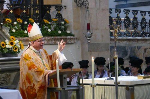 """Bischof Freistetter feierte im Gurker Dom das Hochamt zum Hochfest """"Mariä Himmelfahrt"""". Foto: Kickmaier/Pfarre Gurk"""
