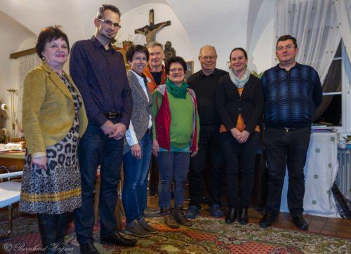 Pfarrgemeinderat Maria Rojach mit Vorsitzendem Pfarrer GR Mag. Helmut Mosser (dritter von rechts) und Pfarrgemeinderatsobmann Herrn Christoph Brunner (zweiter von links) (© Foto: Mag. Bernhard Wagner).