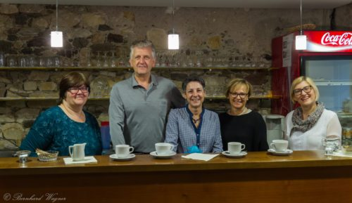 Mitglieder der Wolfsberger Markusbühne gemeinsam mit Pfarrsekretärin und Pfarrgemeinderätin Frau Claudia Cufer (links) (© Foto: Mag. Bernhard Wagner).