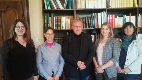 Sarah Hercog, Lydia Hebein und Sandra Autischer mit Kanzler Ibounig und Edda Raunig (Foto: Michael Kapeller)