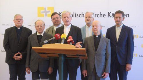 Stolni prošt Engelbert Guggenberger in člani stolnega kapitlja (Pressestelle/Neumüller)