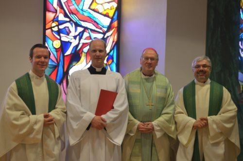 Der neubeauftragte Akolyth mit Bischof Schwarz, Regens Schreiber und Spiritual P. Neulinger SJ (© Foto: Priesterseminar / Piotr Karaś)