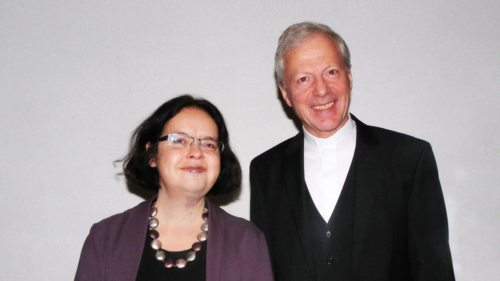 Referentin Dr. Elisabeth Anker und Diözesanadministrator Dr. Engelbert Guggenberger (Foto: Pressestelle)