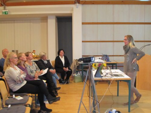 Referentin Mag. Dr. Caroline Weberhofer im Pfarrhof St.Leonhard - Foto:Walzl