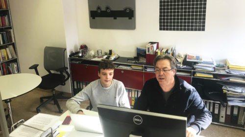 """Benedikt Sablatnig (BRG Viktring) und Karl-Heinz Kronawetter (CR Internetredaktion) bei den """"Berufspraktischen Tagen"""" (Foto: fotomax)"""