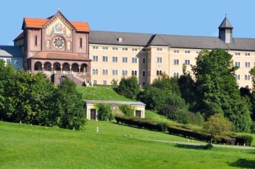 Schloss Tanzenberg in Kärnten ist Tagungsort für das Forum Junge Theologie (© Foto: wikipedia.org_Johann Jaritz)