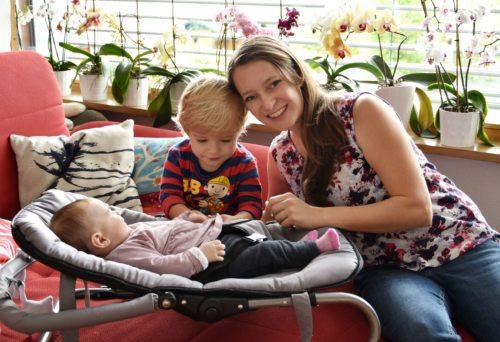 Sara Ouschan z otrokoma Paulom in Lucijo (Rihter)