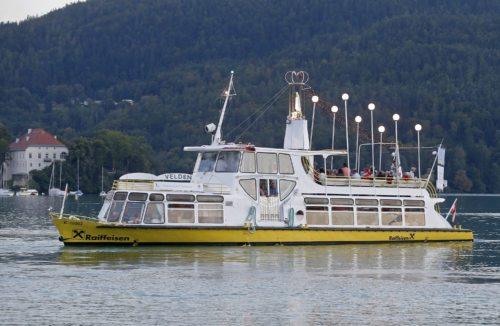Jedes Jahr lassen sich tausende Besucher die traditionelle Marienschiffsprozession am Wörthersee nicht entgehen. (Foto: Pressestelle/Eggenberger)
