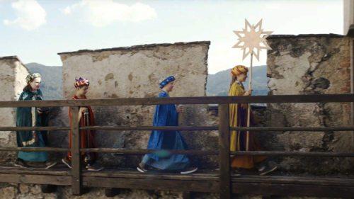Bild zum Eintrag 'Sternsinger taggen die großen Burgtore'
