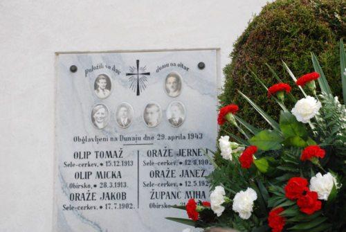 Spomenik žrtvam pred staro cerkvijo v Selah (foto: Gotthardt)