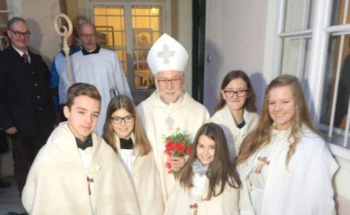 Škof Marketz z ministranti (Lesjak)