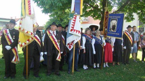 Die Vereine (Kriegerverein 1880, Viktring 1911, gemischter Trachtenverein (Foto: Sr. Daniela)