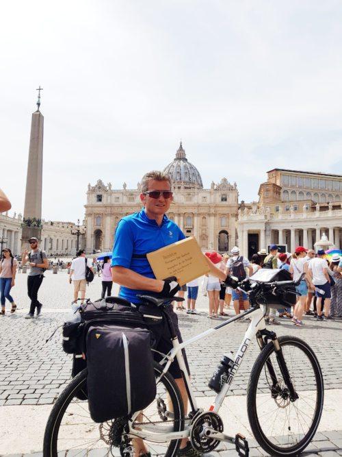 Gabriel Stabentheiner auf dem Petersplatz in Rom (Foto: FMC)