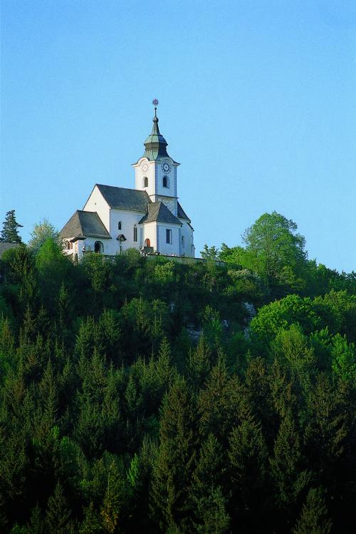 """Anstelle eines Juno-Heiligtums erhebt sich seit dem 13. Jahrhundert die romanische Pfarrkirche Sternberg/Strmec (© Foto: Assam/Pressestelle; entnommen aus der Broschüre """"Heilige Berge in Kärnten, Slowenien und Friaul"""" der Pressestelle der Diözese)"""