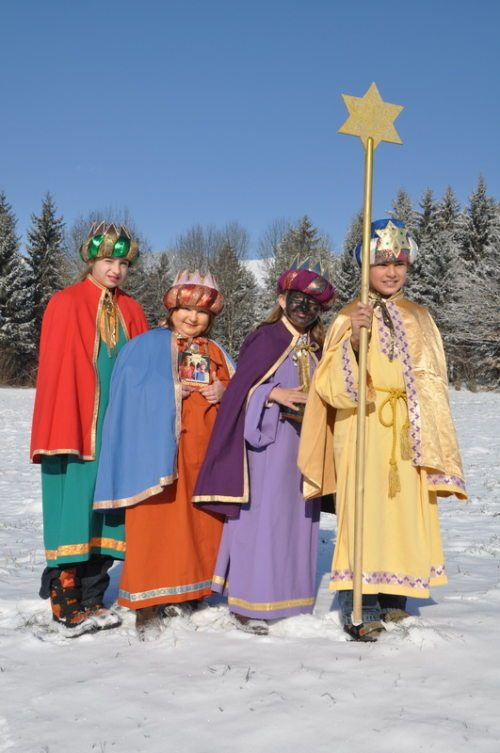 Sternsinger und Sternsingerinnen setzen Zeichen für eine gerechtere Welt (© Foto: Katholische Jungschar - Dreikönigsaktion (Auer))