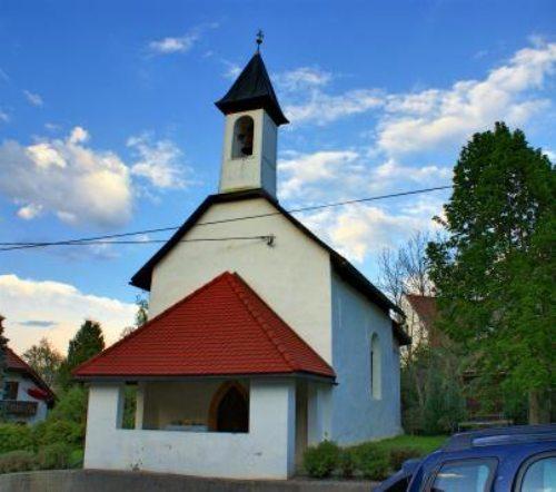 Kirche Techanting (© Foto: Frank Hannes)