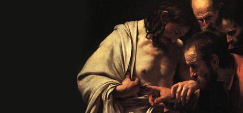 """""""Die tastenden Hände des Thomas haben ihn den Glauben an Jesus ertasten und ihn berühren lassen. In der Heiligen Messe tasten auch wir mit unseren Händen nach Christus"""", schreibt Ordinariatskanzler Jakob Ibounig in seinem geistlichem Impuls für den Weißen Sonntag. (© Foto: commons.wikimedia.org (gemeinfrei) - Caravaggio """"Der ungläubige Thomas"""" (Detail))"""