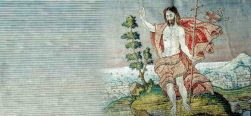 """Auferstanden ist die Freude dieser Zeit, die sich auch im Halleluja (""""Lobt Gott""""), einem besonderen Lied der Osterzeit, kundtut. (© Foto: Auferstandener (Detail aus dem Hemmaornat - Schatzkammer Gurk))"""