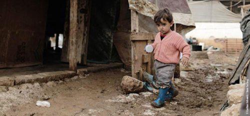 Die größte Katastrophe ist, nichts zu tun. Die Caritas hilft Kindern in Not weltweit wie zum Beispiel in der Ukraine, in Syrien und im Nordirak. (© Foto: Caritas / Sam Tarling)