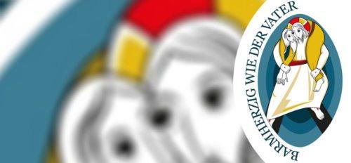 Am 8. Dezember 2015 hat Papst Franziskus der Heilige Jahr der Barmherzigkeit eröffnet, das bis zum Ende des Kirchenjahres im November 2016 dauert. Bischof Schwarz hat am 13. Dezember 2015 die Pforte der Barmherzigkeit des Klagenfurter Domes geöffnet. Hier finden Sie eine Zusammenschau über das vielfältige Angebot zum Jubiläumsjahr in der Diözese Gurk. (© Foto: Logo - Päpstlicher Rat zur Förderung der Neuevangelisierung (Vatikan) - Bearbeitung KHK)
