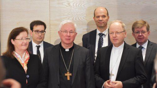 Erzbischof Dr. Franz Lackner (3.v.l.) und sein Visitationsteam (Foto: KH Kronawetter)