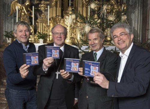Präsentieren die neue CD: Bischof Schwarz mit Domkapellmeister Wasserfaller, Dommusikvereinsobmann Haber und Domorganist Kuchling (© Foto: Pressestelle/Neumüller)
