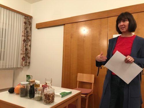 Frau Wilma Bürger beim Vortrag/Predavanje o pravilnem prehranjevanju (Bild/Slika: Marija Perne)