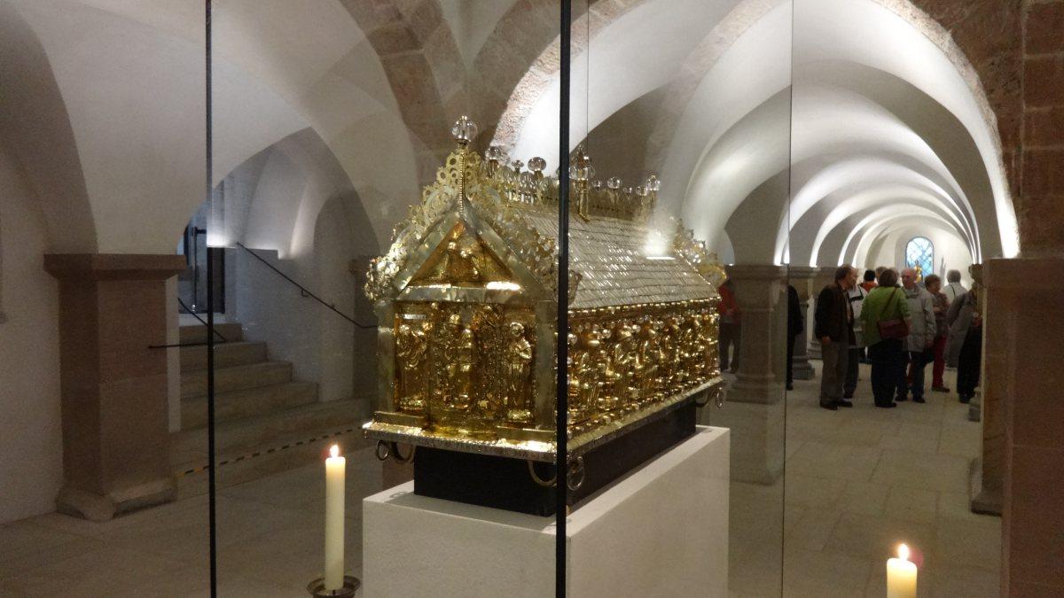 Hildesheimer Dom, Krypta, Godehardsschrein  (By Rabanus Flavus [CC0], from Wikimedia Commons, https://commons.wikimedia.org/wiki/File:Hildesheim,_Domkrypta_01.JPG)