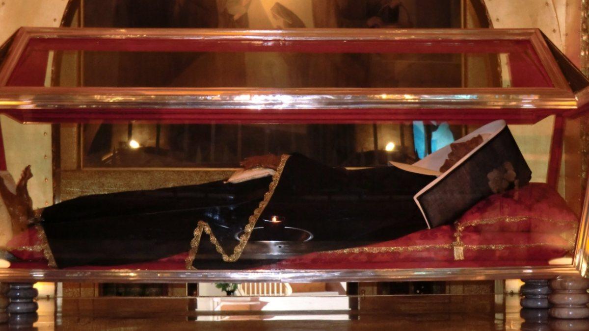 """In der Basilika Santa Rita in Cascia liegt der unverweste Leichnam der Heiligen. (© Foto: Joachim Schäfer - <a href=""""https://www.heiligenlexikon.de"""">Ökumenisches Heiligenlexikon</a>)"""