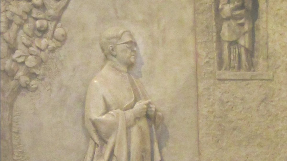 """Relief in der Josef-Maria geweihten Kapelle in der Kathedrale in Madrid  (Joachim Schäfer - <a href=""""https://www.heiligenlexikon.de"""">Ökumenisches Heiligenlexikon</a>)"""