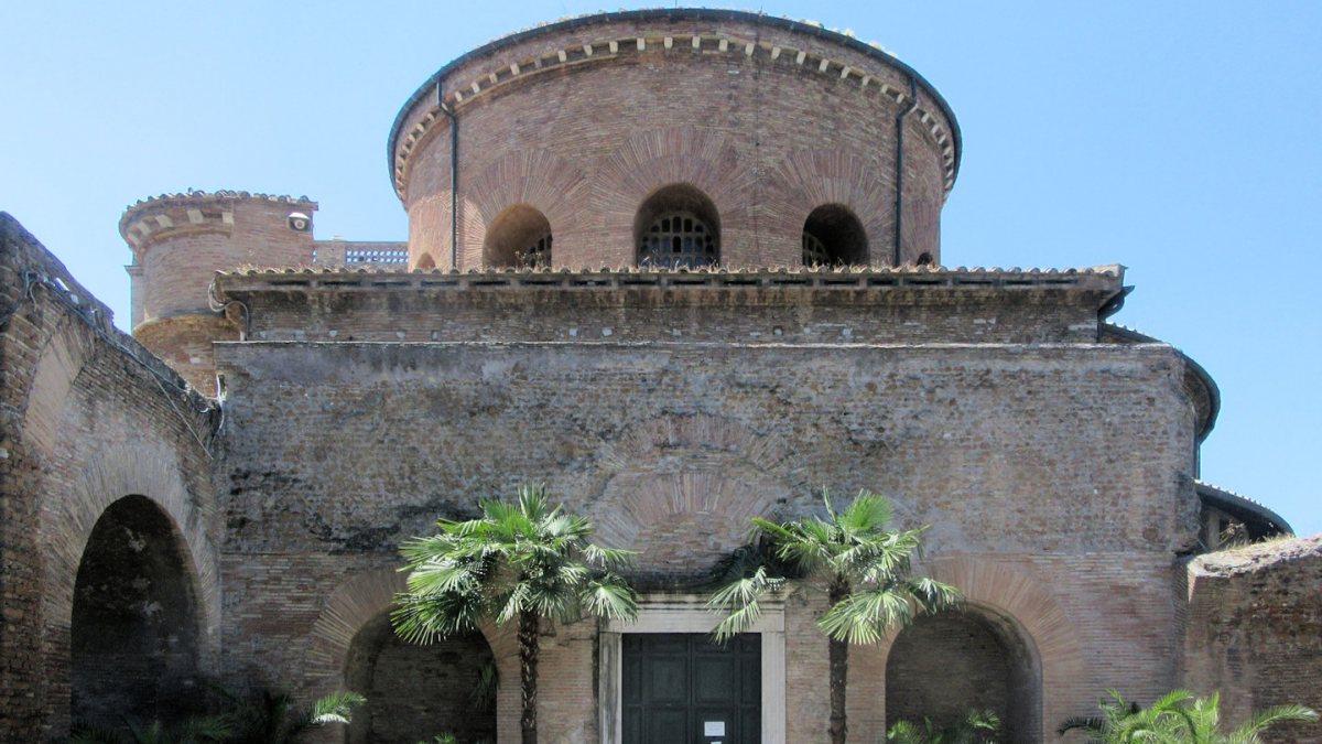 """Das Mausoleum Constantias, die heutige Kirche Santa Costanza in Rom (Joachim Schäfer - <a href=""""https://www.heiligenlexikon.de"""">Ökumenisches Heiligenlexikon</a>)"""