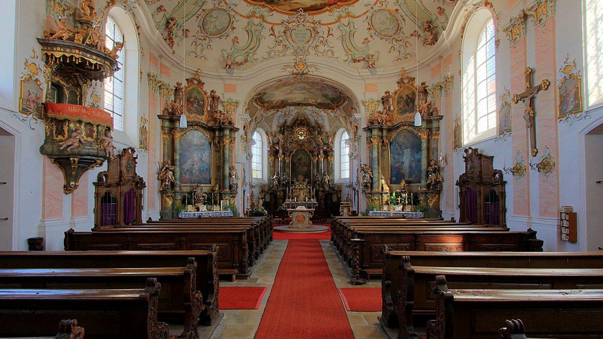 Hochaltar der St. Dionysius-Kirche in Fünfstetten in Bayern. (KirchenKnipser [CC BY 3.0 (https://creativecommons.org/licenses/by/3.0)])