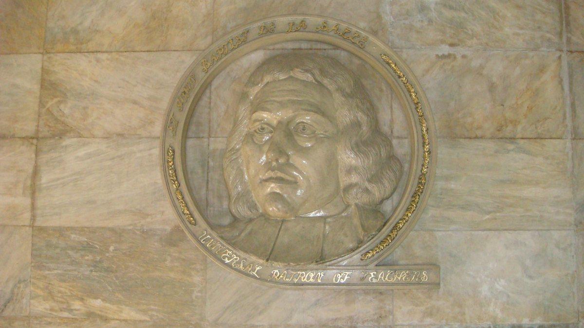 Marmorstatue von Saint Jean-Baptiste de la Salle. (Ramon FVelasquez [CC BY-SA 3.0 (https://creativecommons.org/licenses/by-sa/3.0)])